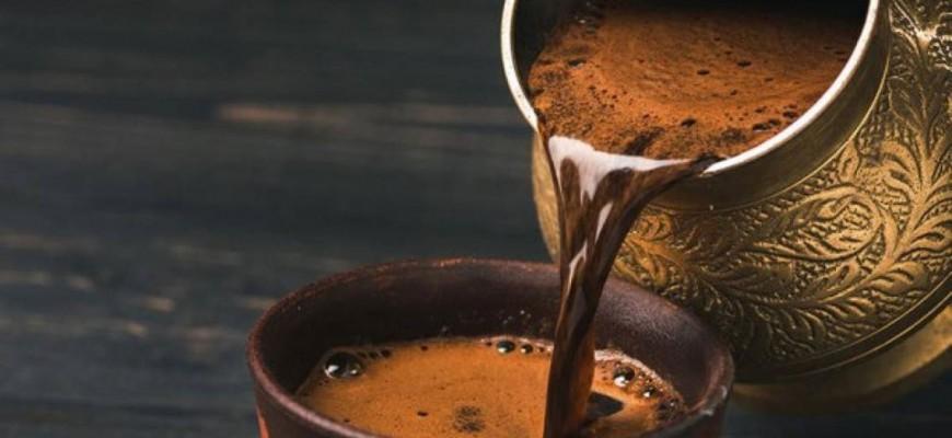 هل يجب على الأشخاص الذين يعانون من ارتفاع ضغط الدم التخلي عن شرب القهوة؟