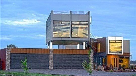 زوجان يبنيان منزلاً فاخراً من 7 حاويات للشحن