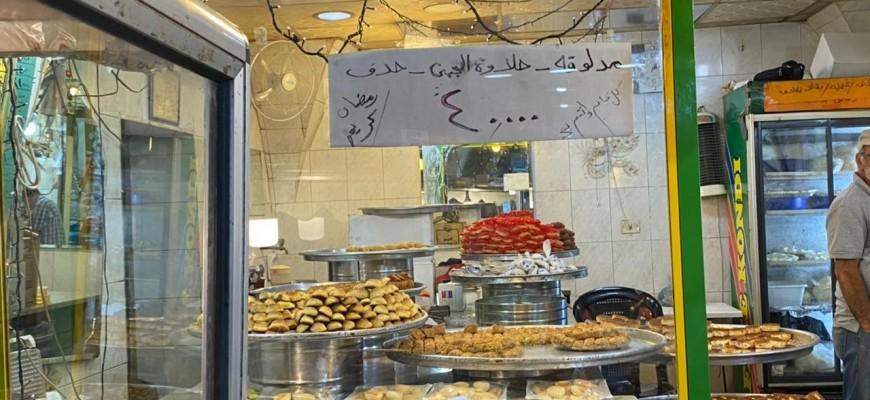 حلويات من كل صنف ولون .. والأسعار إكراماً للفقير