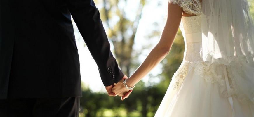 تزوّج 4 مرات خلال 37 يوماً.. ليحصل على إجازات مدفوعة الثمن!