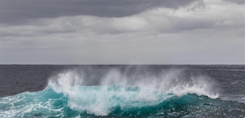 لحظة العثور على فتاة بعد قضائها 3 أسابيع تائهة في المحيط